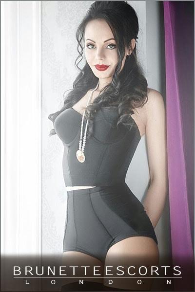 alma-brunette-escort