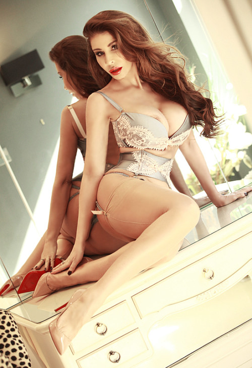 london-escort-lingerie-2z1