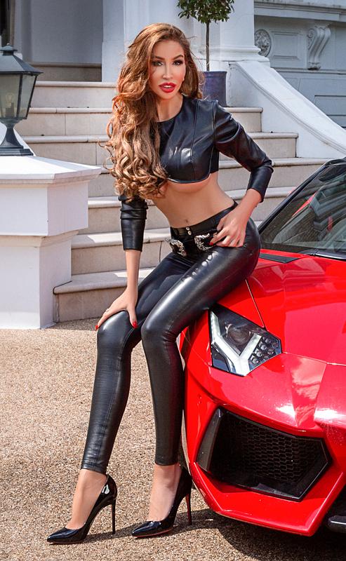 london-mistress-glamorous-00aaaddf